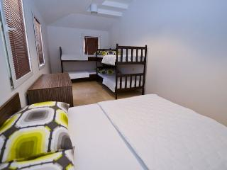 Niofra room 3 for 6 pax near the center - Novalja vacation rentals