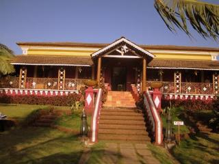 8 Bedroom Bungalow on the beach in Baga, Goa - Baga vacation rentals