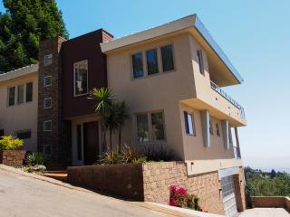 Sf Skyline: Upscale House / Over 4300 Sq-ft Of Living Space, Deck, 3BR/4Bath - Oakland vacation rentals