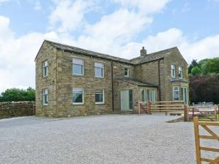 CRINGLES HOUSE, en-suite facilities, WiFi, woodburning stove, patio with furniture, near Addingham, Ref 913080 - Addingham vacation rentals
