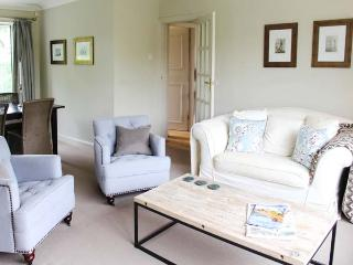 22 WYEDALE CRESCENT, close to amenities, flexible sleeping, large garden,  all ground floor cottage in Bakewell, Ref. 914364 - Peak District vacation rentals