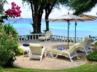 Barbados Villa 120 Looking Out To The Gardens And The Inviting Waters Of The Caribbean Sea. - Terres Basses vacation rentals