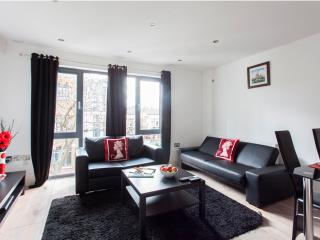 Cozy Apartment at Best Bargain- London Bridge - London vacation rentals