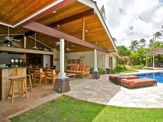 Kai Nani Villa - 5 BR w/ private Beach access, Outdoor teak Dining, Pool - Kailua vacation rentals