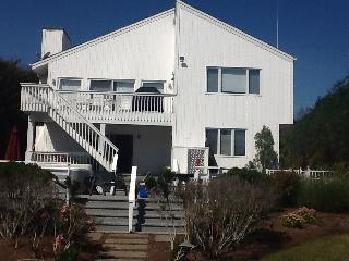Waterfront Paradise for boaters & family reunions! - Hampton Bays vacation rentals