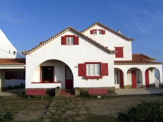Beachfront villa near Lisbon - Santa Cruz - Torres Vedras vacation rentals