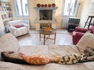 Gorgeous, tastefully restored house in Santa Croce - Venice vacation rentals