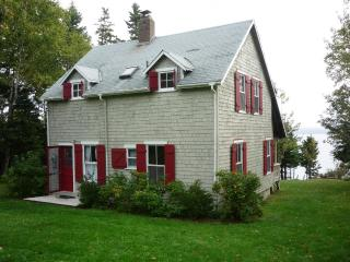 OCEANFRONT BLUE HILL BAY VACATION RENTAL COTTAGE - Brooklin vacation rentals