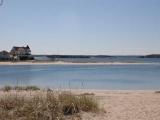 WATERFRONT 3 Bedroom Beach  Home - South Shore Massachusetts - Buzzard's Bay vacation rentals