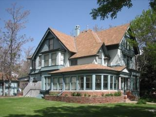 Modernized high end Victorian with parklike yard. - Pueblo vacation rentals