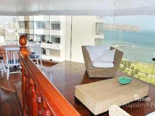 LUXURY OCEAN FRONT APARTMENT WITH POOL AND SAUNA. - Lima vacation rentals