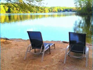 Deal*Jul 25-Aug2 LAKEHOUSE Beautiful slps6 private - Northwood vacation rentals