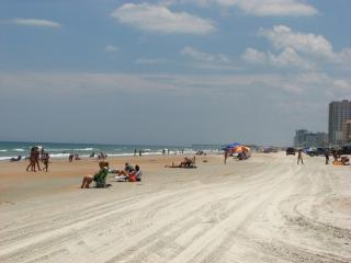 Close to it all & affordably priced Daytona rental - Edgewater vacation rentals
