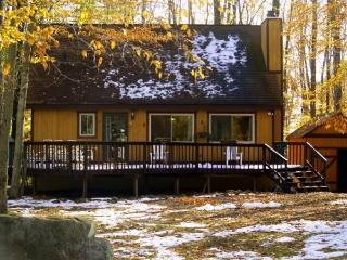 Arrowhead Lake 4Bdrm+loft / 2 full bath sleeps 10 - Pocono Lake vacation rentals