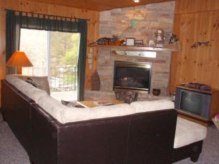 Lake Lodge, quiet cove, 4 Bedroom Home Huge porch! - Camdenton vacation rentals