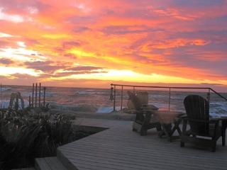 VIBRANT SUNSETS & AMAZING SURF - Whidbey Island vacation rentals