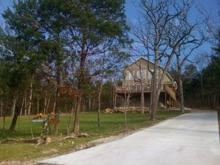 Seclusion, Lakeside w/Hot Tub!  Great Reviews! - Ridgedale vacation rentals
