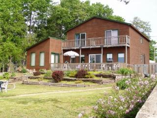 Wisconsin Dells Home on Lake Delton, Private Beach - Wisconsin Dells Region vacation rentals