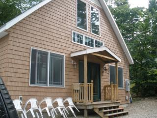Sleeps 10 - 15 mins from Gunstock - Laconia vacation rentals
