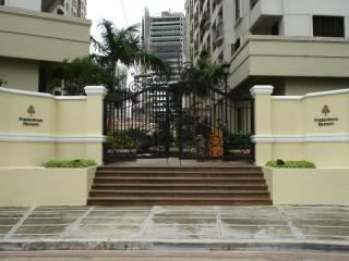 Rental Condo Forbeswood Heights Global City - Taguig City vacation rentals
