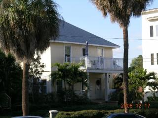 Enjoy St Pete's Waterfront,Dining and Culture - Saint Petersburg vacation rentals