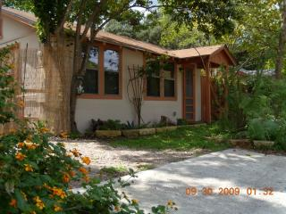 'Bird's Nest on the Guadalupe Guest Cottages' - Kerrville vacation rentals