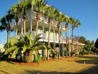 *Caribbean Sun* Walk to the Beach! Nicely updated! - Destin vacation rentals