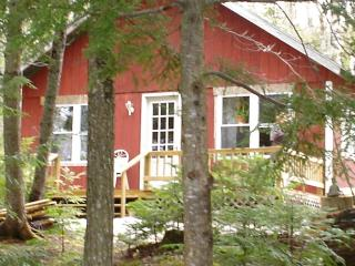Rental Cottage on Pleasant Pond in Island Falls,ME - Northern Maine vacation rentals