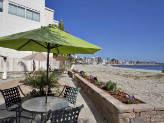 La Palma Moderne -  Chic 2 BR, 2 bath on Sail Bay - Mission Beach vacation rentals