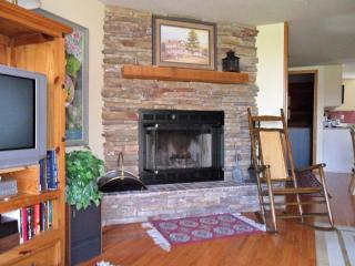 Sking/golfing out the front door - Sugar Mountain vacation rentals