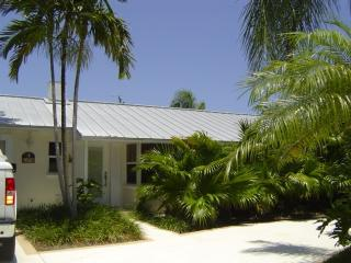 cute little beach cottage - Singer Island vacation rentals