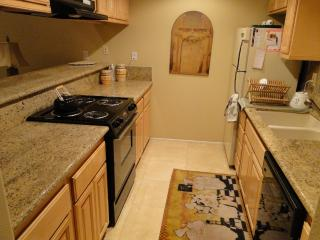 Beautiful Remodeled One Bedroom Palm Desert Condo - Palm Desert vacation rentals
