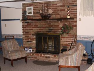 Lakefront cottage for rent sleeps multiple familes - Northeast Michigan vacation rentals