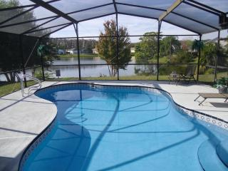 Luxury villa on lake * Vacation for under $500 PW* - Kissimmee vacation rentals