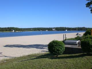Across from salt water bay beach Friday to Friday! - South Shore Massachusetts - Buzzard's Bay vacation rentals