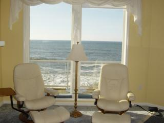 3 Bd End Unit - Oceanfront Luxury -180 degree view - Depoe Bay vacation rentals