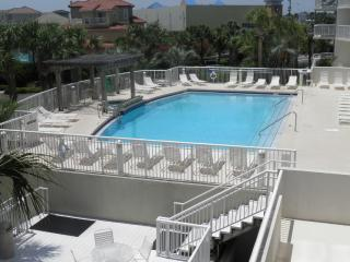 3 Bedroom condo - newly remodeled.  Sleeps upto 8 - Destin vacation rentals