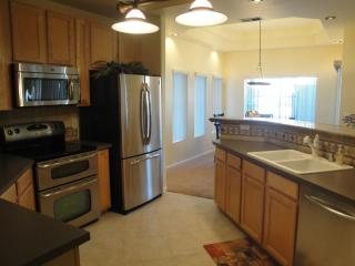 Fabulous Ground level condo w/Heated communitypool - Arizona vacation rentals