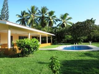 Private Beach Home With Swimming Pool Sleeps 10 - Farallon vacation rentals