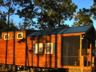 Carrabelle Fish Camp., Outdoor deck and grill - Carrabelle vacation rentals