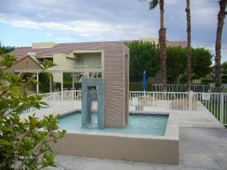 Fabulous 2 bed 2 bath condo downtown Palm Springs - Palm Springs vacation rentals