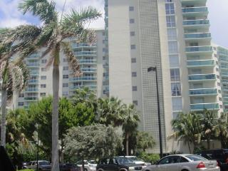The Tides 5T ubicado en 3801 Ocean Drive - Hollywood vacation rentals