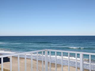 BEST CORNER VIEW ON THE BEACH, LESS THAN A MOTEL ! - Hutchinson Island vacation rentals