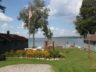 Beautiful Hubbard Lake Cottages - Northeast Michigan vacation rentals