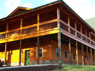 Luray's Largest Log Home Mountain Views 45 Acres - Luray vacation rentals
