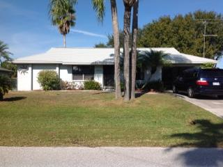 Quiet Neighborhood, Beaches, Golf, East Englewood - Englewood vacation rentals