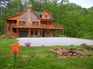 Deer Ridge Mtn.Top Views, Luxury 5/4, Hottub Lake - Bryson City vacation rentals