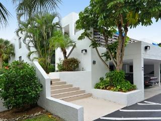 Updated condo in serene setting  beach and bay - Longboat Key vacation rentals