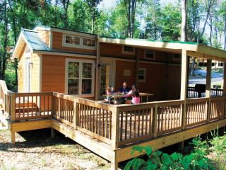 Christmas Cabin- Closest Lodging to Holiday World! - Indiana vacation rentals