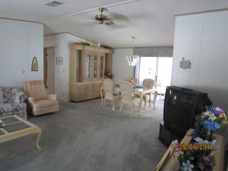 2 bedroom on golf course beween Orlando and Tampa - Lakeland vacation rentals